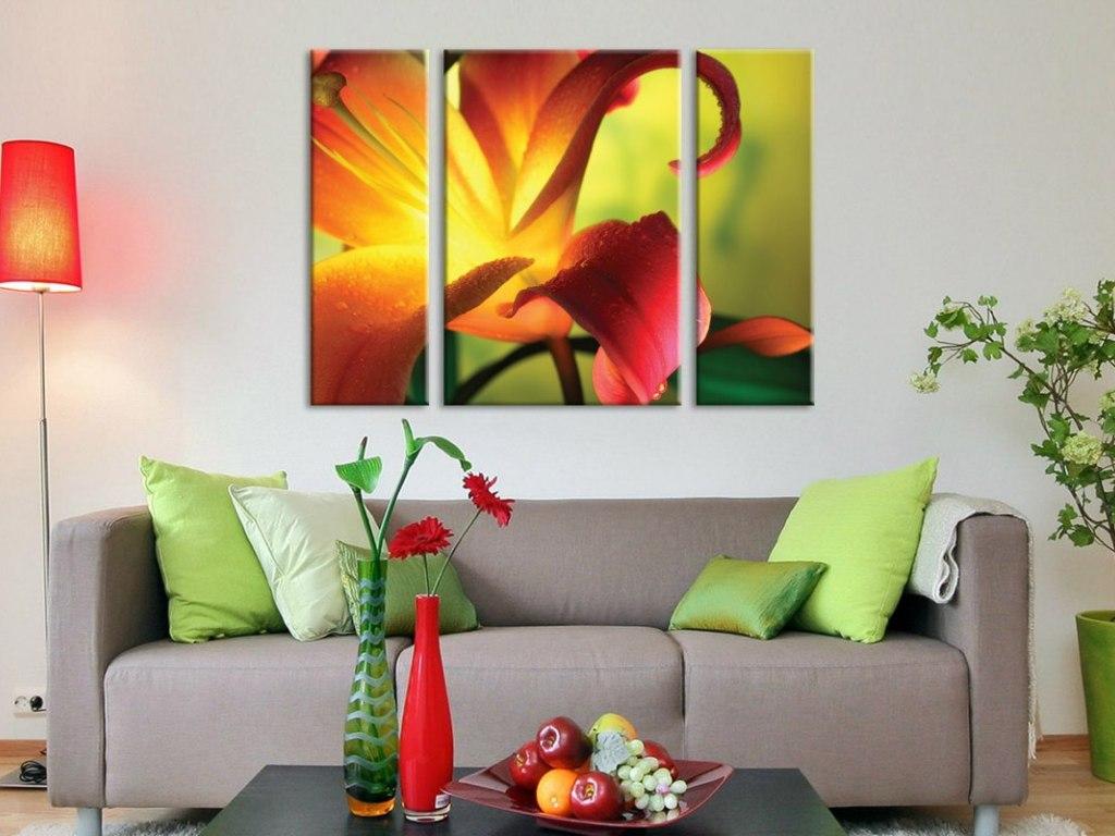 Декор модульными картинами зала в квартире