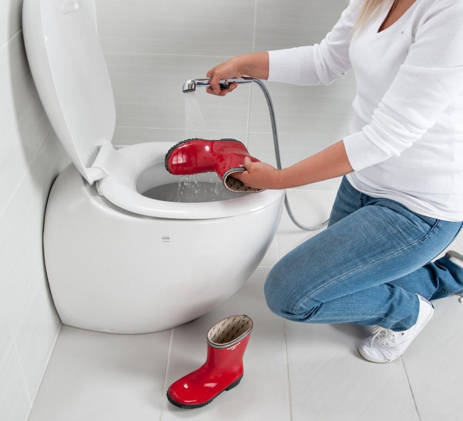 Нестандартные возможности гигиенического душа в туалете