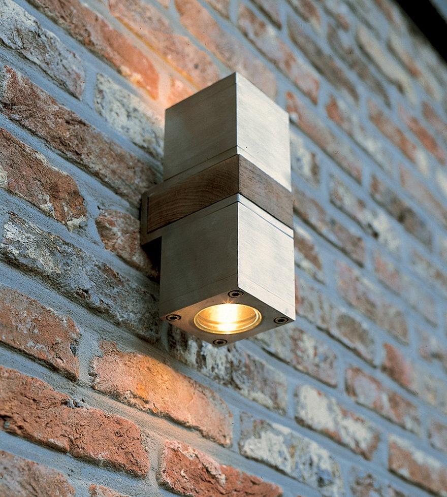 Компактный уличный светильник в герметичном корпусе