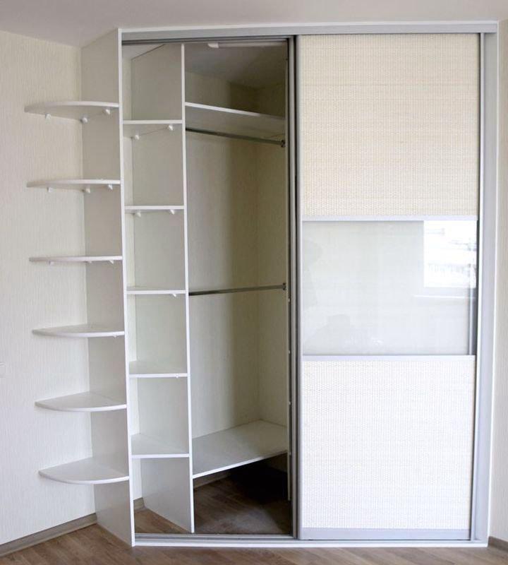 Встроенный угловой шкаф из недорого ДСП