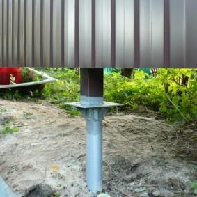 Винтовой столб забора с квадратным оголовком