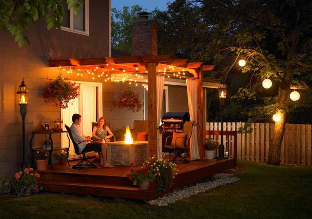 Декоративное освещение площадки перед домом