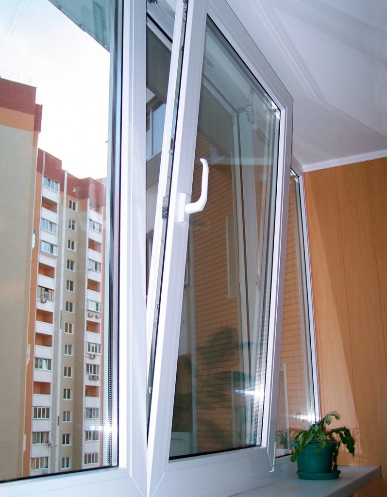 Балконный блок с поворотно-откидной створкой