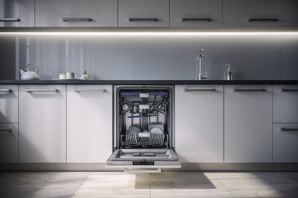 Узкая посудомоечная машинка внизу гарнитура