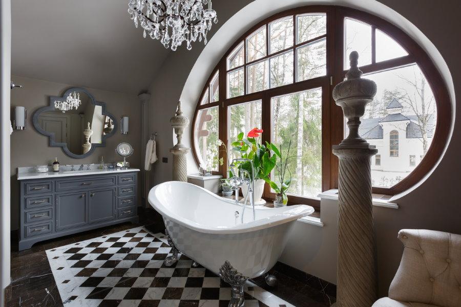 Декор подоконника в ванной загородного дома