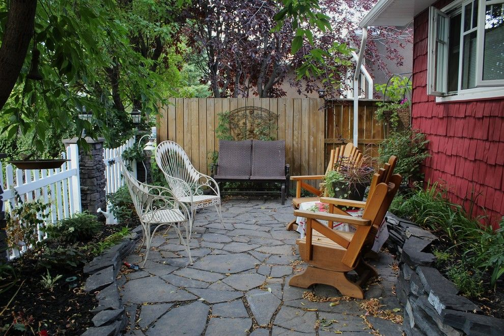 Задний дворик для семейного отдыха на даче