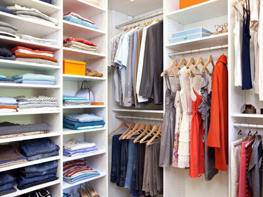 Место для вешалок в гардеробной площадью 3 кв м