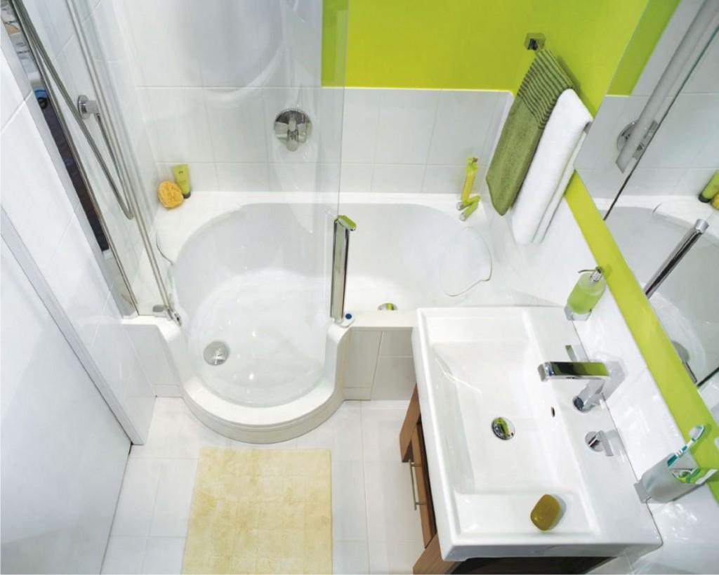 Декор компактной ванной в светлых тонах