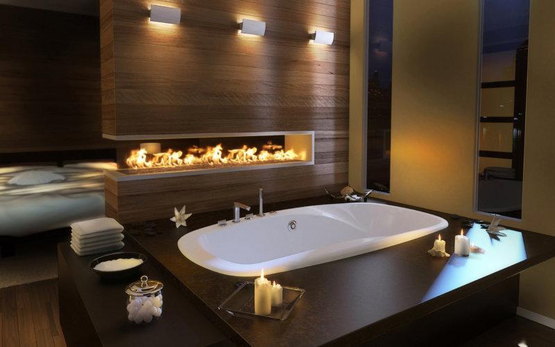 Теплое освещение в большой ванной комнате