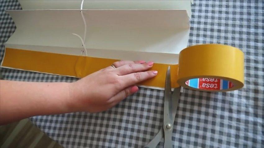 Двусторонний скотч на верхней складке бумажной шторы