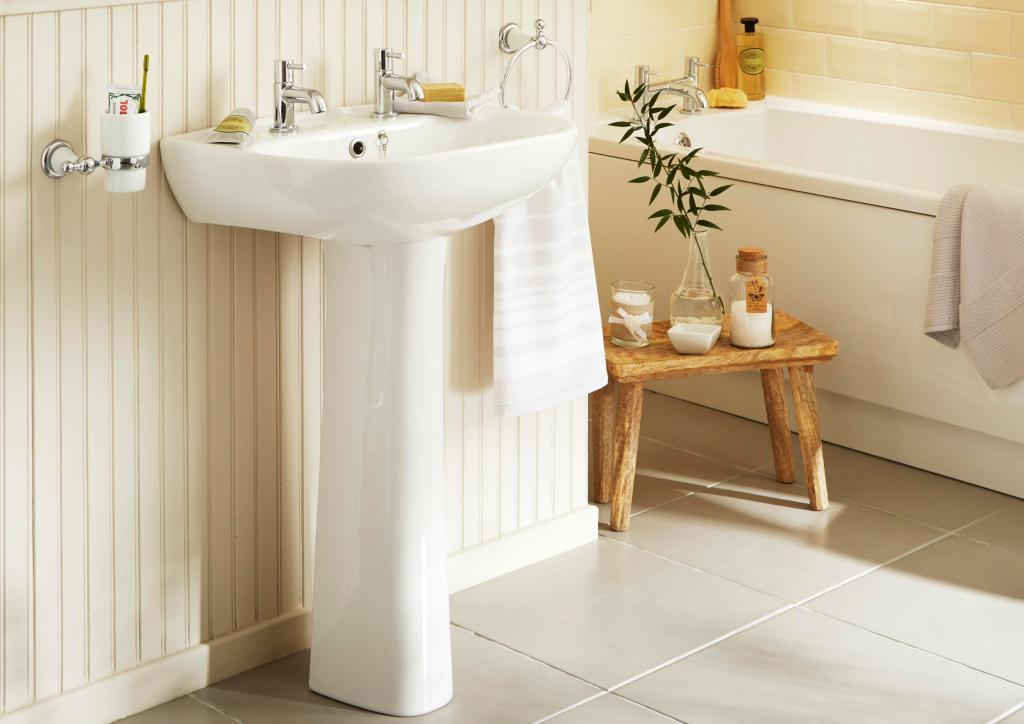 Раковина-тюльпан в ванной комнате эко стиля
