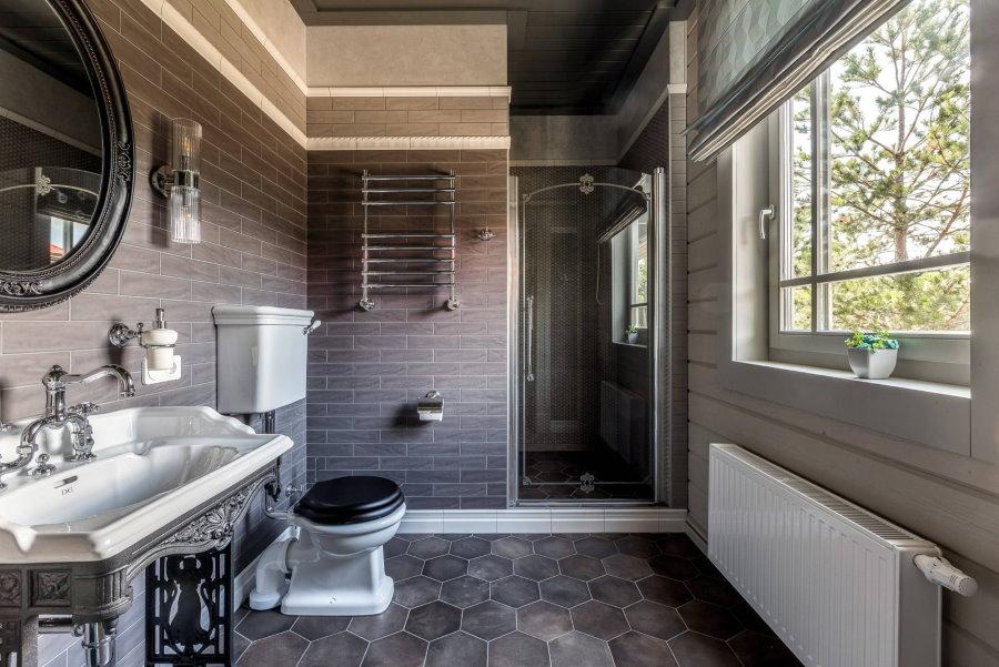 Красивая раковина в ванной срубового дома