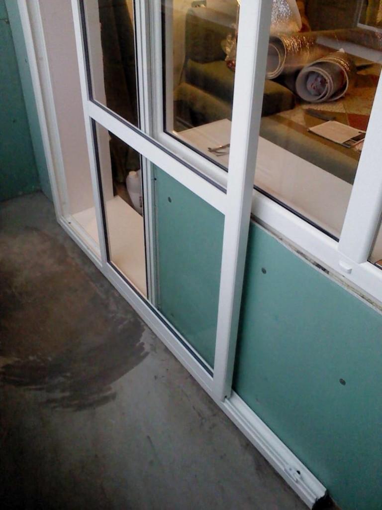 Сдвижная дверь в балконном блоке на лоджии