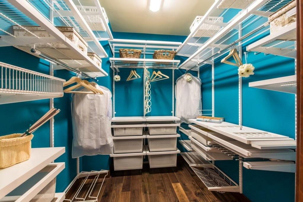 Пример комплектации гардеробной сетчатыми системами хранения