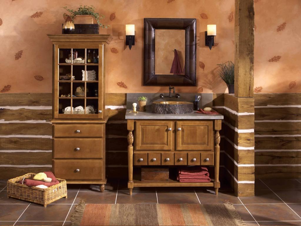Шкаф-пенал из массива дерева в ванную комнату