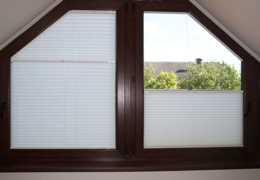 Бумажные шторы на трапециевидном окне
