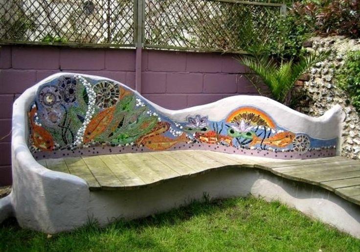 Отделка мозаикой спинки бетонной скамейки