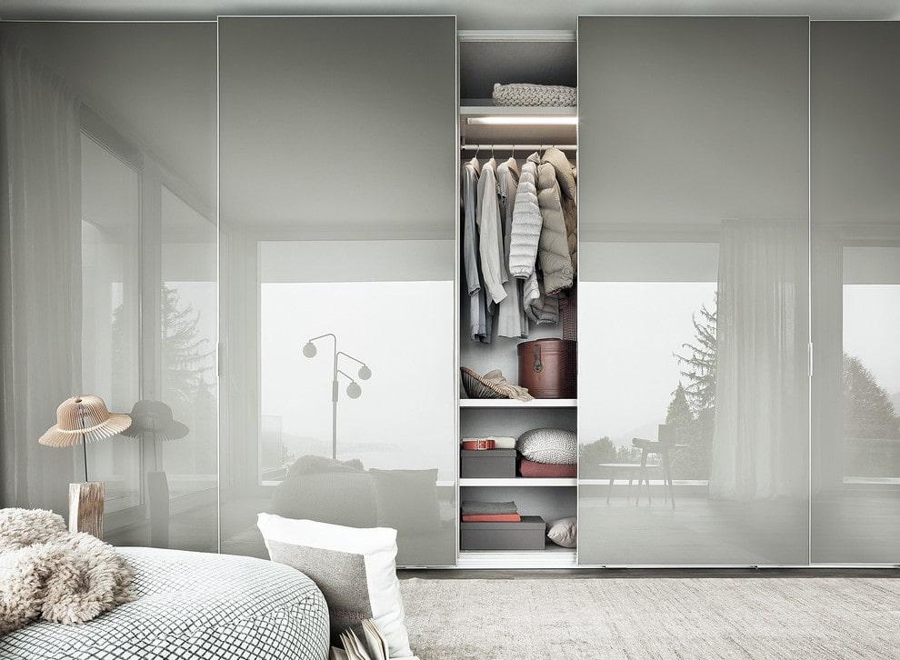 Стеклянные двери с матовыми поверхностями