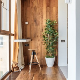Мини-стойка на лоджии с деревянной отделкой