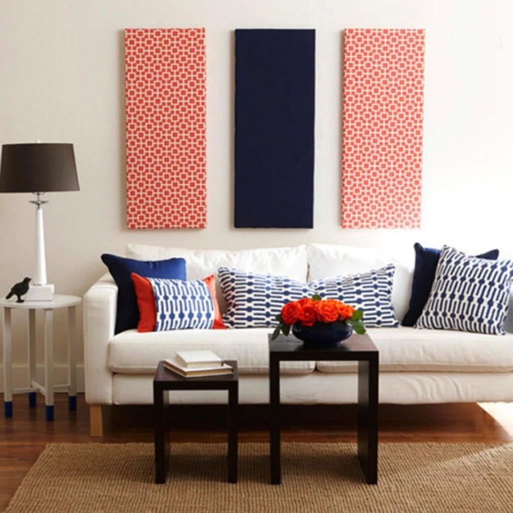 Текстильные картины в интерьере гостиной комнаты