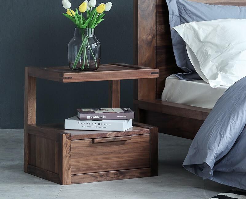 Оригинальная тумбочка под кровать в спальне