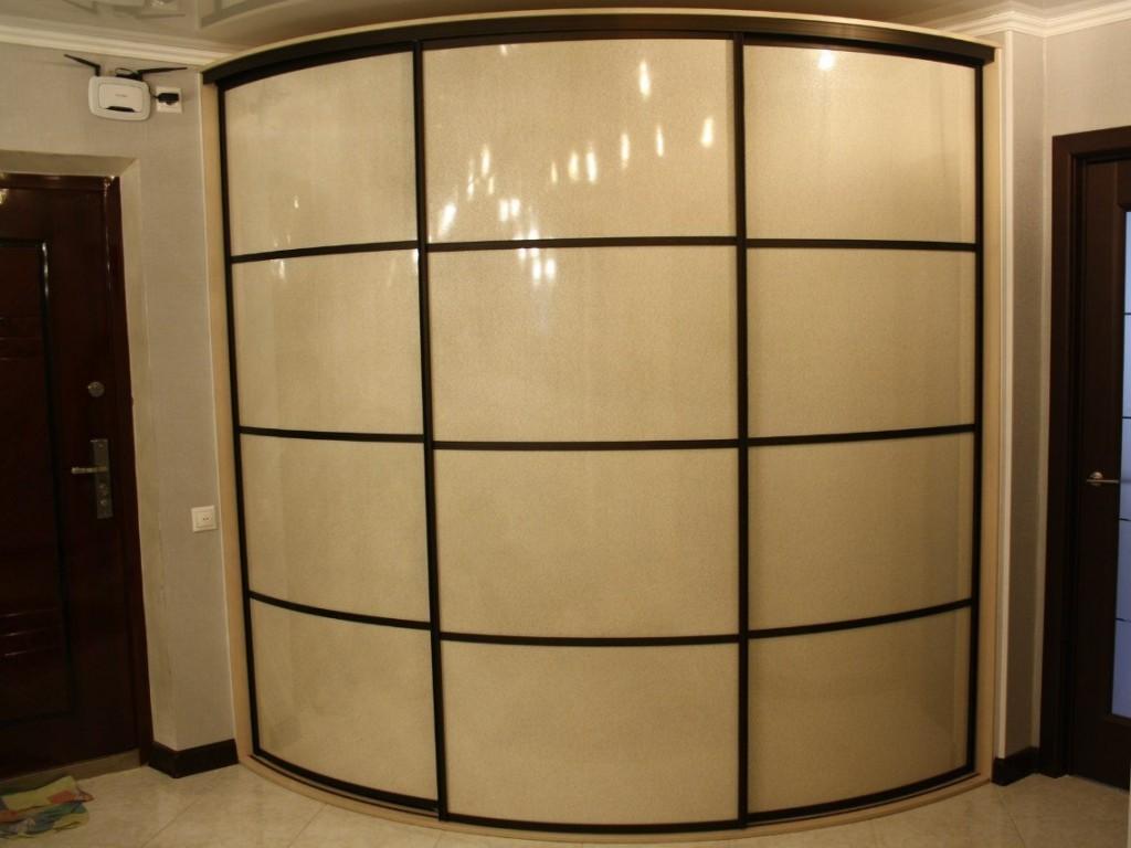 Радиусный шкаф-купе с фасадами из пластика