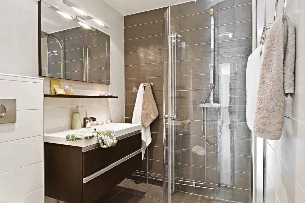Керамическая плитка венге в интерьере ванной