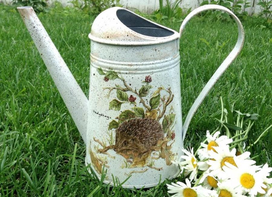 Садовая ваза из старой лейки своими руками