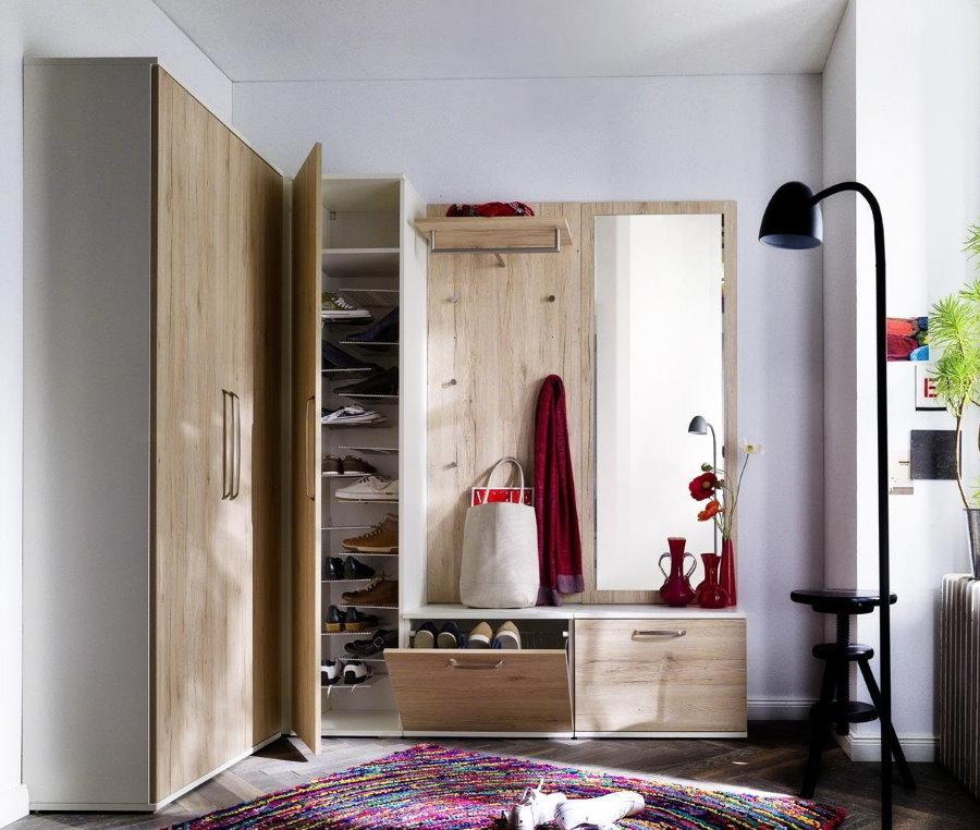 Шкаф с вешалкой и тумбой в прихожую частного дома