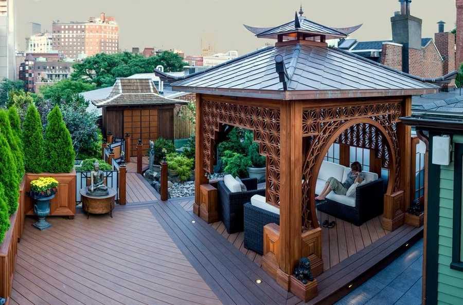 Красивая деревянная беседка в японском стиле