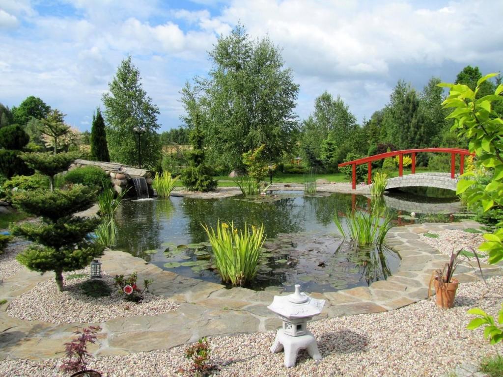 Ландшафт садового участка с искусственным водоемом