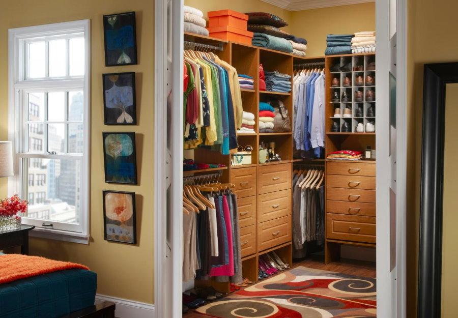 Угловая гардеробная в отдельной комнате