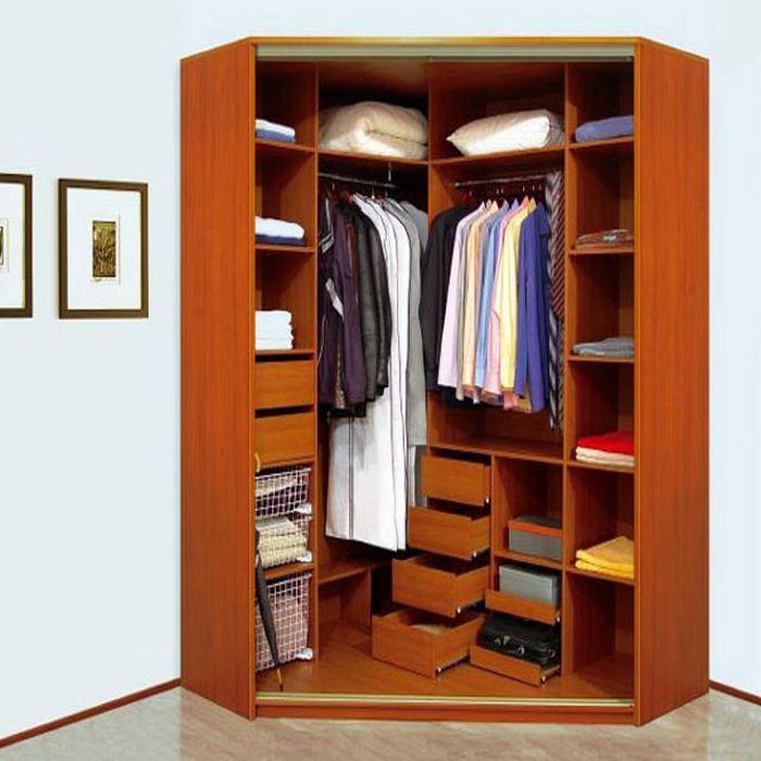Угловой купейный шкаф с полочками и ящичками