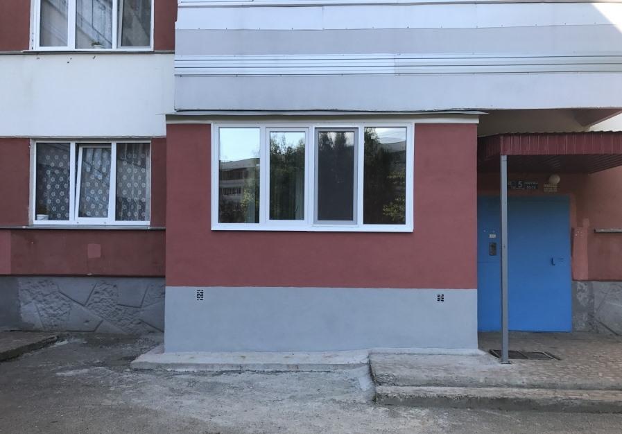 Окраска наружных стен балкона на первом этаже