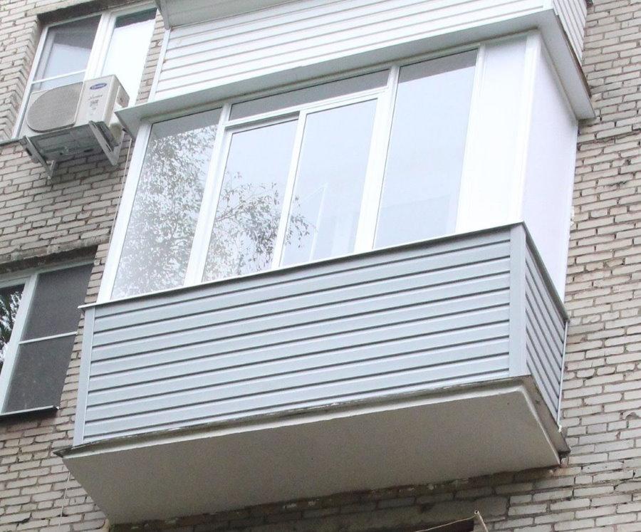 Фото остекленного балкона хрущевки снаружи