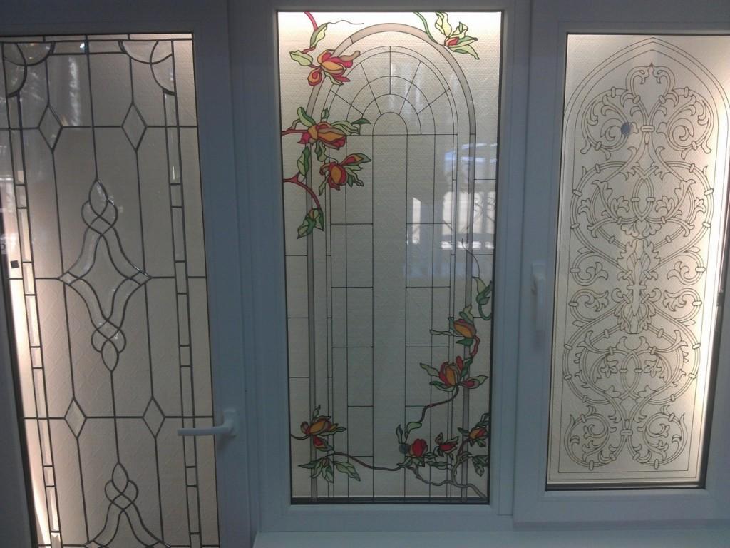 Декорирование балконной двери витражами