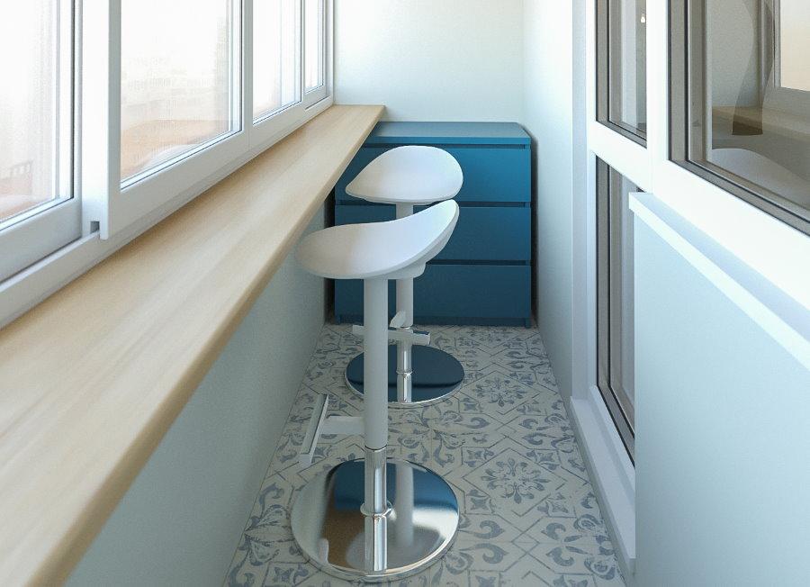 Барные стулья на маленьком балконе