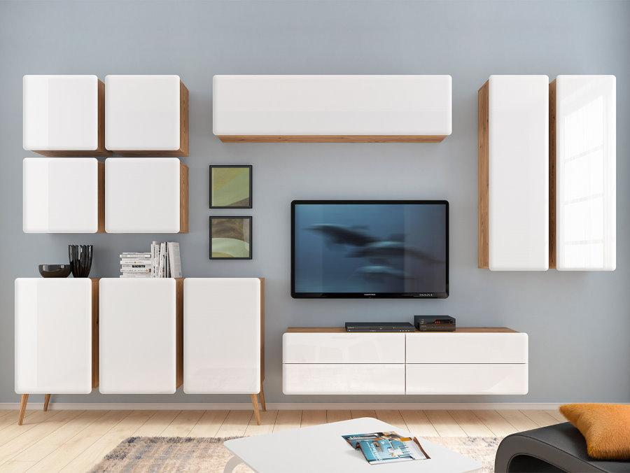 Белые подвесные шкафчики на стене в гостиной