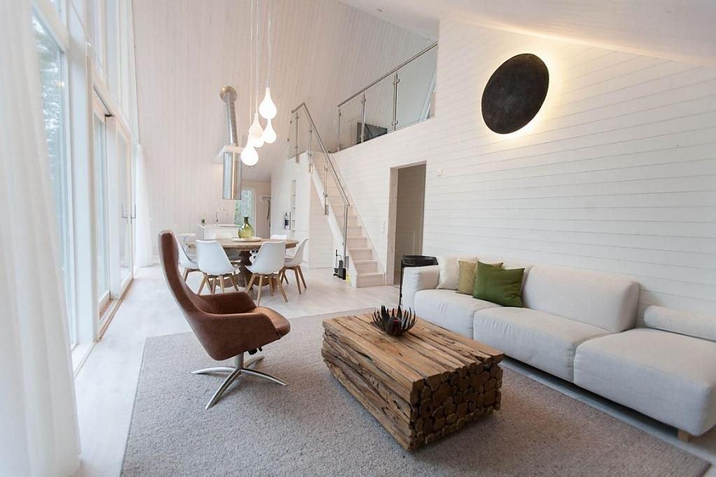 Белый ламинат в интерьере гостиной комнаты
