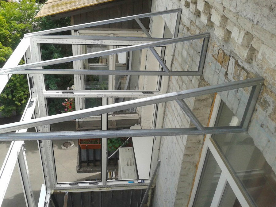 Монтаж крыши балкона на последнем этаже хрущевки