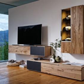 Навесные шкафы с деревянными дверками