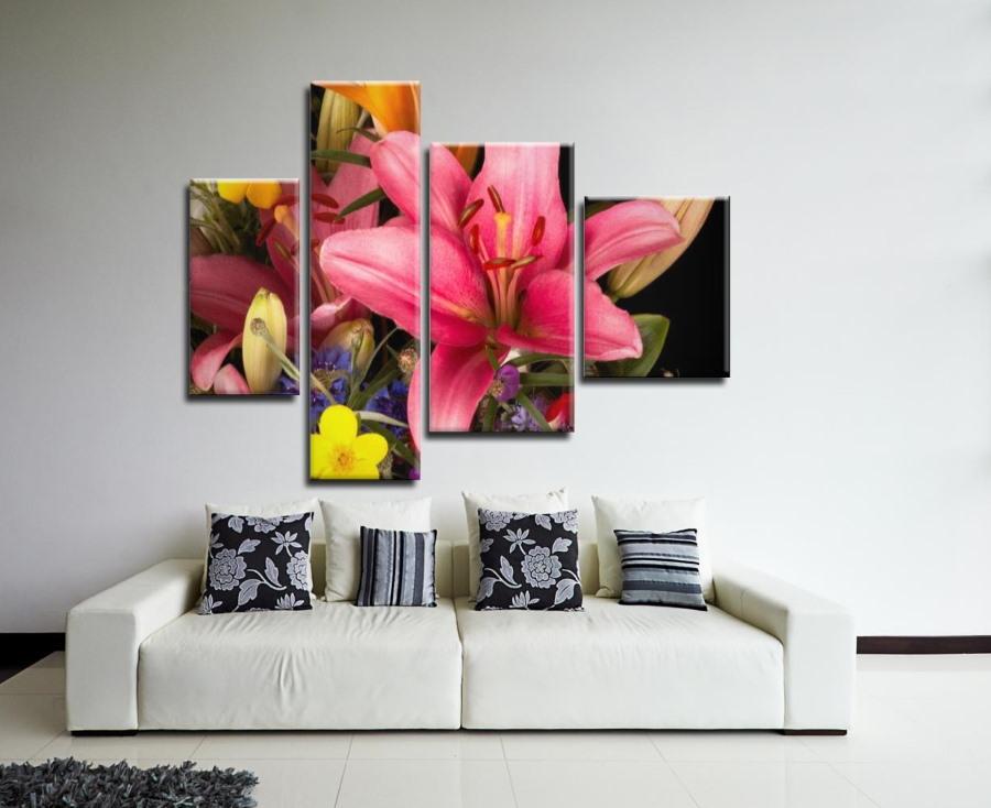Цветочные модульные картины в светлой гостиной