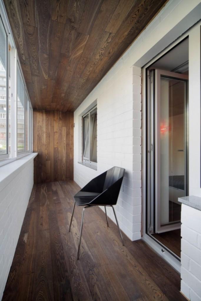 Деревянная отделка балкона в современном стиле