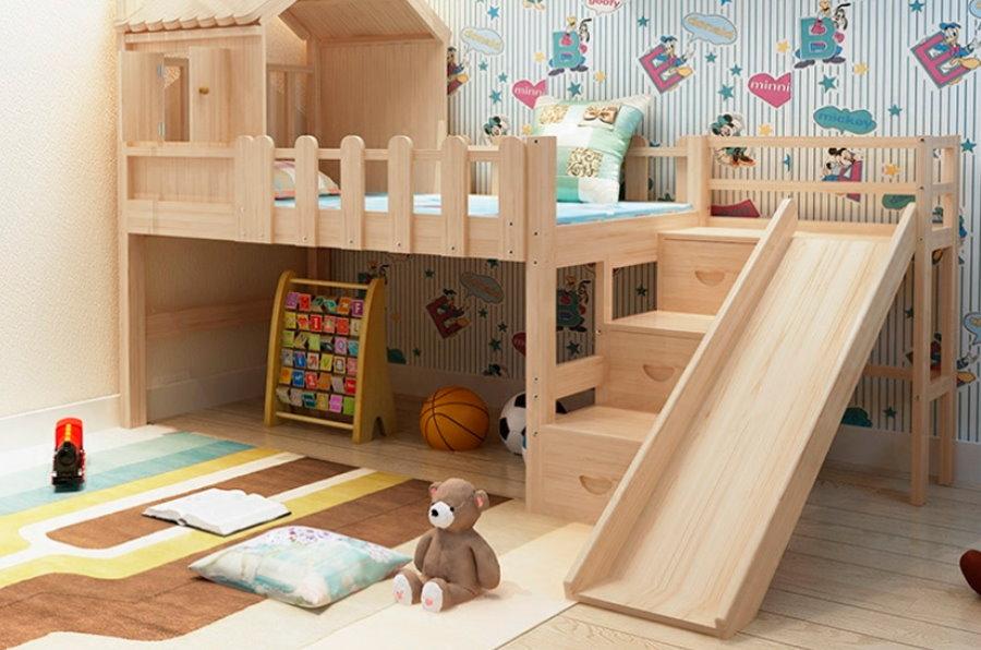 Деревянная кровать с горкой для малыша