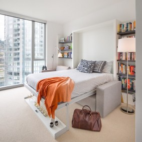 Кровать-трансформер в маленькой гостиной