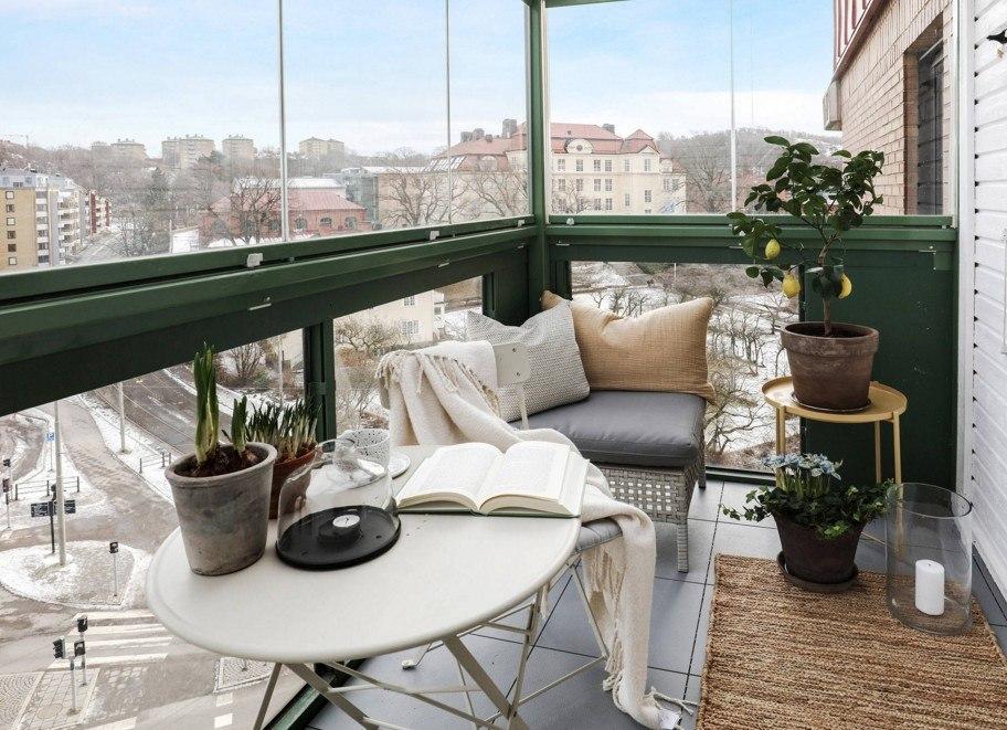 Меблировка балкона с панорамными окнами