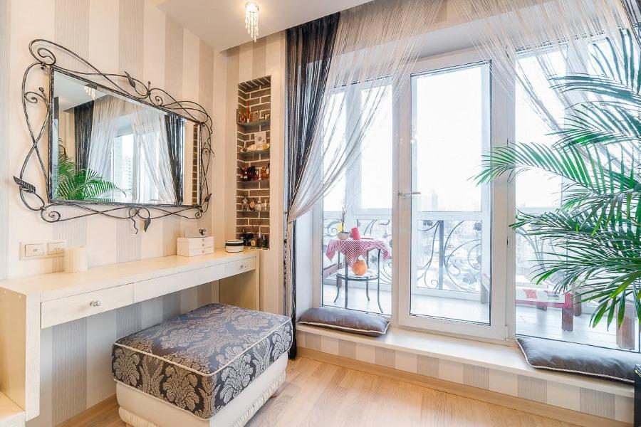 Балконное окно до пола комнаты