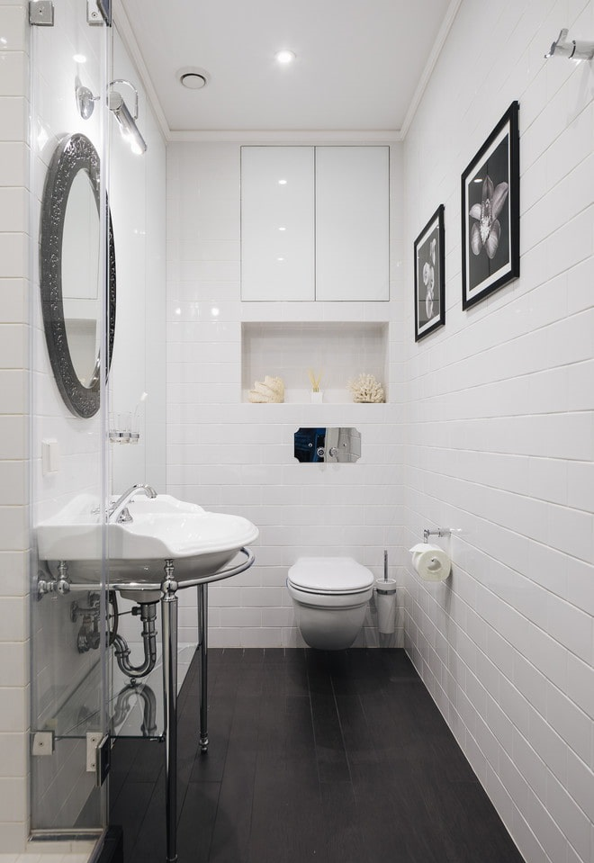 Интерьер отдельного туалета в светлых тонах