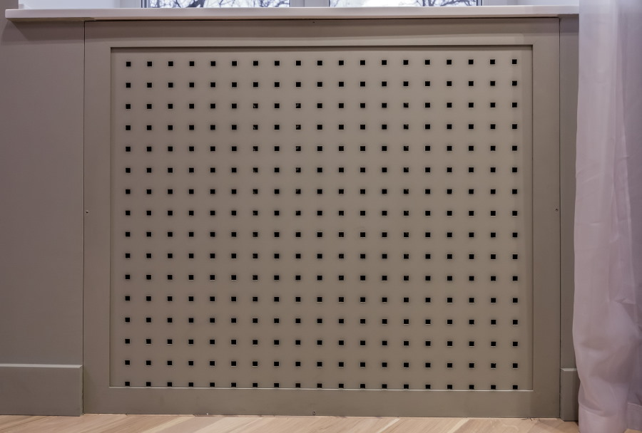 Декор радиатора отопления на остекленной лоджии