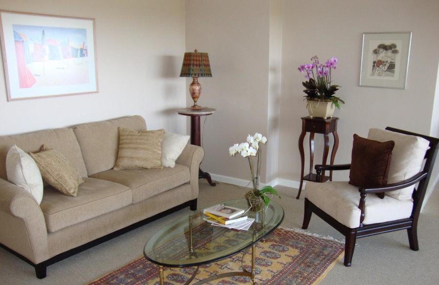 Минимум мебели в гостиной комнате по фен шуй